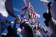 El 5 de octubre, 2013, en el marco del Día de Acción Nacional para la Reforma Migratoria, centenares de personas se manifestaron en la ciudad de Denver, Colorado, para exigir la aprobación de una reforma migratoria que incluya un mecanismo de nacionalización para los inmigrantes residentes en EEUU.  El miércoles, 2 de octubre, congresistas de la Cámara de Representantes introdujeron el proyecto de ley H.R. 15. Photo: Graham Charles Hunt/IMAGENES LIBRES.