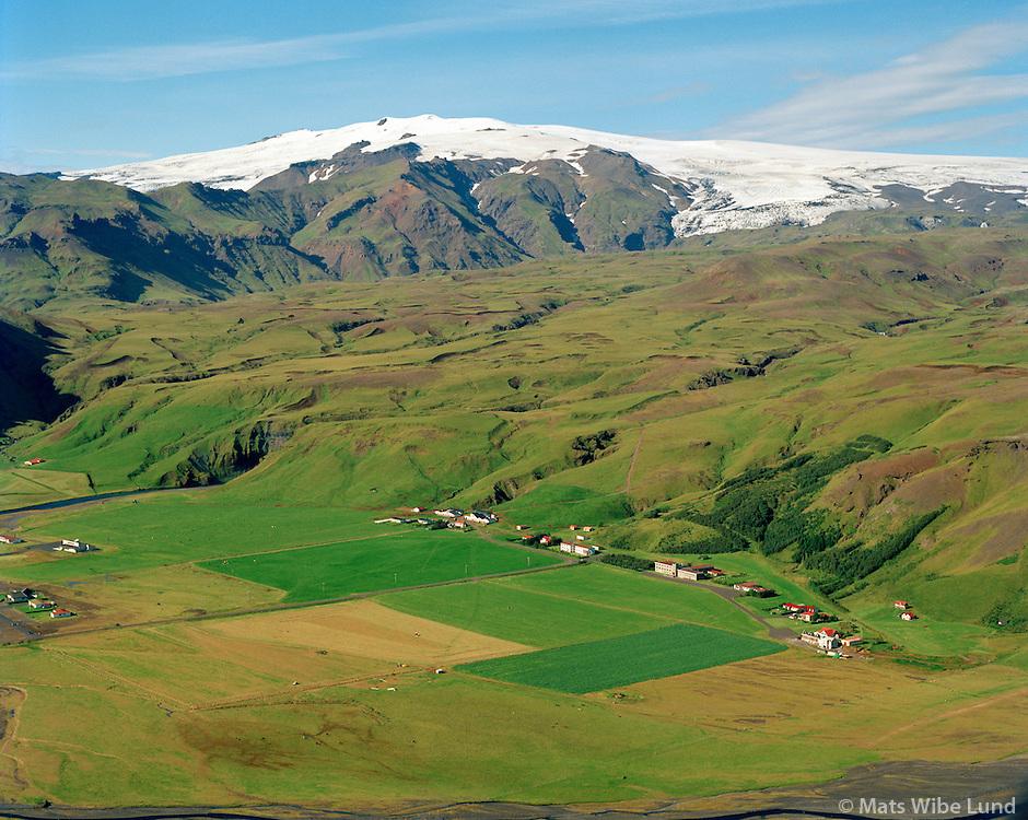 Skógar séð til norðvesturs, Eyjafjallajökull. Rangárþing eystra áður Austur-Eyjafjallahreppur / Skogar viewing northwest, Eyjafjallajokull. Rangarthing eystra former Austur-Eyjafjallahreppur.