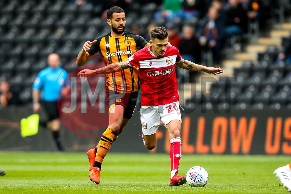 Jamie Paterson of Bristol City takes on Kevin Stewart of Hull City - Mandatory by-line: Robbie Stephenson/JMP - 05/05/2019 - FOOTBALL - KCOM Stadium - Hull, England - Hull City v Bristol City - Sky Bet Championship