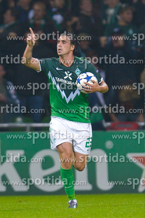 14.09.2010, Weserstadion, Bremen, GER, UEFA CL Gruppe A, Werder Bremen (GER) vs Tottenham Hotspur (UK), im Bild Jubel nach dem 1:2 durch Hugo Almeida ( Werder #23 )  EXPA Pictures © 2010, PhotoCredit: EXPA/ nph/  Kokenge+++++ ATTENTION - OUT OF GER +++++ / SPORTIDA PHOTO AGENCY