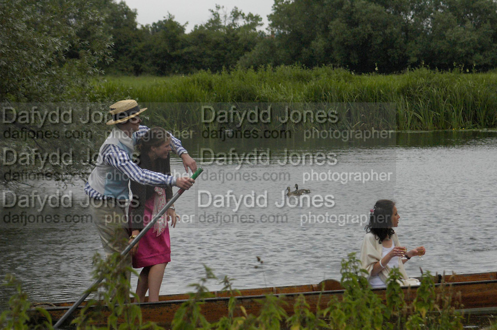 Oxford: Simon Akam and Amelie Saarrado-Helbich-Posbacher. The Dangerous Sports Club host the innauguaral Oxford V  Cambridge Punt Race. University Parks. Oxford. 25 June 2005. 25 June 2005. ONE TIME USE ONLY - DO NOT ARCHIVE  © Copyright Photograph by Dafydd Jones 66 Stockwell Park Rd. London SW9 0DA Tel 020 7733 0108 www.dafjones.com