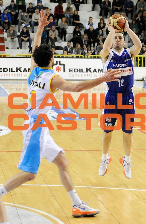 DESCRIZIONE : Cremona Lega A 2012-13 Vanoli Cremona Pallacanestro Cantu' <br /> GIOCATORE : Nicolas Mzzarino<br /> SQUADRA : Pallacanestro Cantu' <br /> EVENTO : Campionato Lega A 2012-2013<br /> GARA :  Vanoli Cremona Pallacanestro Cantu' <br /> DATA : 10/03/2013<br /> CATEGORIA : Tiro Three Points<br /> SPORT : Pallacanestro<br /> AUTORE : Agenzia Ciamillo-Castoria/A.Giberti<br /> Galleria : Lega Basket A 2012-2013<br /> Fotonotizia : Cremona Lega A 2012-13 Vanoli Cremona Pallacanestro Cantu' <br /> Predefinita :