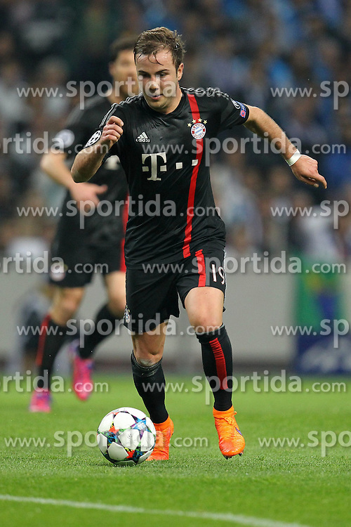 15.04.2015, Estadio do Dragao, Porto, POR, UEFA CL, FC Porto vs FC Bayern Muenchen, Viertelfinale, Hinspiel, im Bild Mario Goetze #19 (FC Bayern Muenchen) // during the UEFA Champions League quarter finals 1st Leg match between FC Porto vs FC Bayern Muenchen at the Estadio do Dragao in Porto, Portugal on 2015/04/15. EXPA Pictures &copy; 2015, PhotoCredit: EXPA/ Eibner-Pressefoto/ Kolbert<br /> <br /> *****ATTENTION - OUT of GER*****