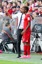 12.09.2015, Allianz Arena, Muenchen, GER, 1. FBL, FC Bayern Muenchen vs FC Augsburg, 4. Runde, im Bild l-r: Chef-Trainer Pep Guardiola (FC Bayern Muenchen) gibt Kingsley Coman #29 (FC Bayern Muenchen) anweisungen // during the German Bundesliga 4th round match between FC Bayern Munich and FC Augsburg at the Allianz Arena in Muenchen, Germany on 2015/09/12. EXPA Pictures © 2015, PhotoCredit: EXPA/ Eibner-Pressefoto/ Kolbert<br /> <br /> *****ATTENTION - OUT of GER*****