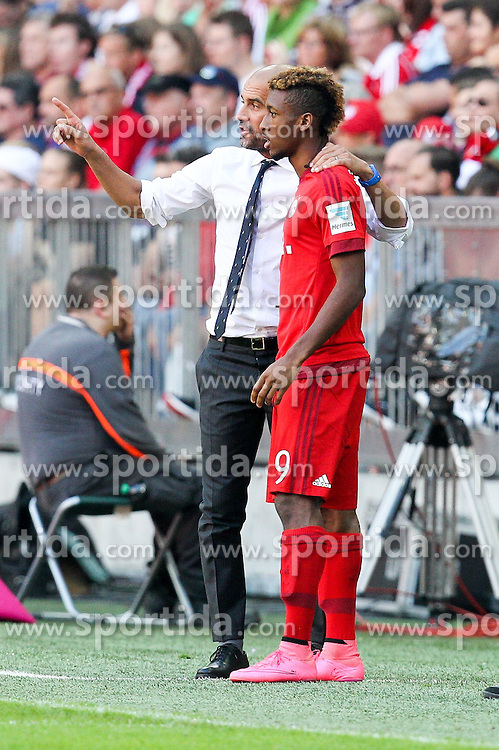 12.09.2015, Allianz Arena, Muenchen, GER, 1. FBL, FC Bayern Muenchen vs FC Augsburg, 4. Runde, im Bild l-r: Chef-Trainer Pep Guardiola (FC Bayern Muenchen) gibt Kingsley Coman #29 (FC Bayern Muenchen) anweisungen // during the German Bundesliga 4th round match between FC Bayern Munich and FC Augsburg at the Allianz Arena in Muenchen, Germany on 2015/09/12. EXPA Pictures &copy; 2015, PhotoCredit: EXPA/ Eibner-Pressefoto/ Kolbert<br /> <br /> *****ATTENTION - OUT of GER*****