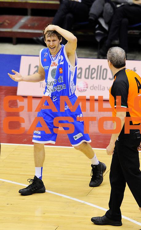 DESCRIZIONE : Milano Coppa Italia Final Eight 2014 Quarti Olimpia EA7 Milano Banco di Sardegna Sassari<br /> GIOCATORE : Travis Diener<br /> CATEGORIA : infortunio <br /> SQUADRA : Banco di Sardegna Sassari <br /> EVENTO : Beko Coppa Italia Final Eight 2014 <br /> GARA : Olimpia EA7 Milano Banco di Sardegna Sassari<br /> DATA : 07/02/2014 <br /> SPORT : Pallacanestro <br /> AUTORE : Agenzia Ciamillo-Castoria/N.Dalla Mura<br /> GALLERIA : Lega Basket Final Eight Coppa Italia 2014 <br /> FOTONOTIZIA : Milano Coppa Italia Final Eight 2014 Quarti Olimpia EA7 Milano Banco di Sardegna Sassari