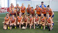 TUCUMAN  Argentinie - Het Nederlands vrouwen hockeyteam bracht de ochtend op de rustdag door met het uitlopen en een partijtje voetbal op een indoor voetbalveldje in de stad.ANP KOEN SUYK