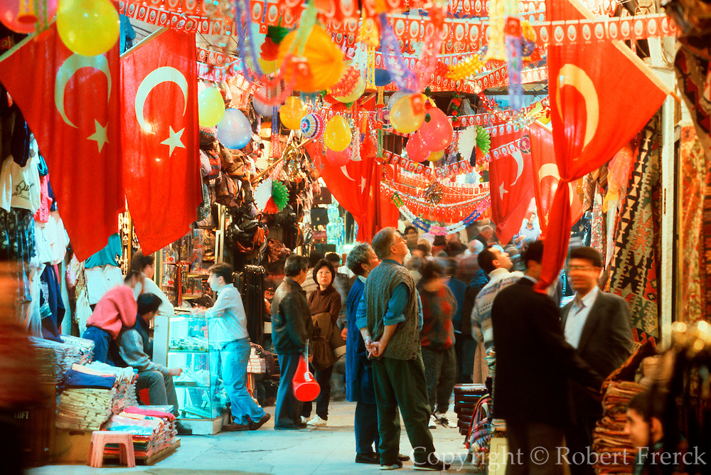 TURKEY, ISTANBUL, CRAFTS Kapali Carsi (Grand Covered Bazaar)