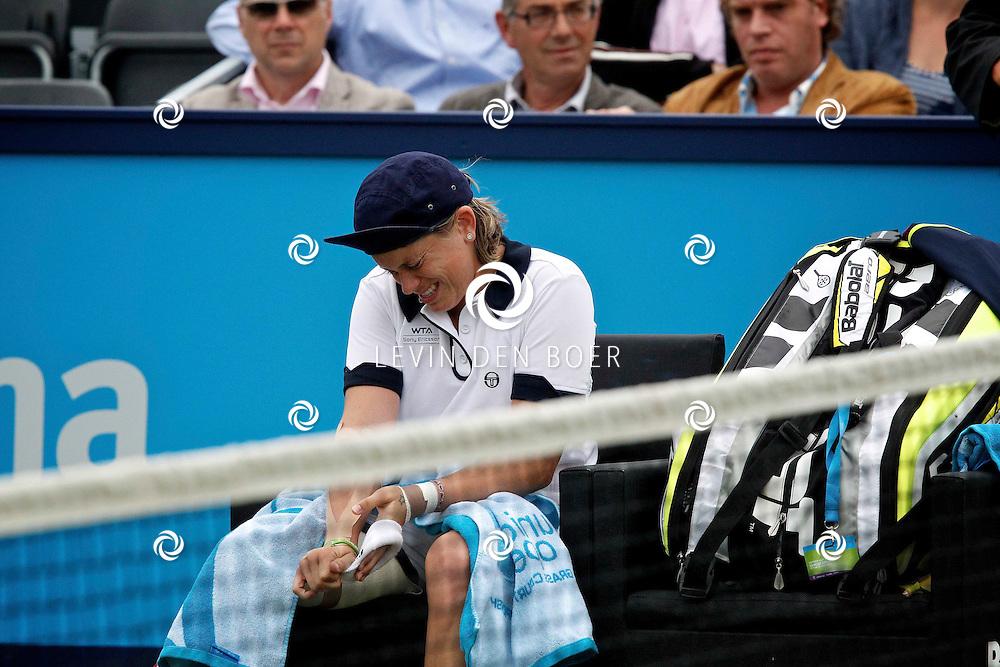 ROSMALEN - Jelena Dokic staat in de finale van de Unicef Open. In haar halve finale tegen Romina Oprandi hoefde de Australische niet diep te gaan, want bij een stand van 6-4 en 2-0 moest de Italiaanse de handdoek in de ring werpen. FOTO LEVIN DEN BOER - PERSFOTO.NU