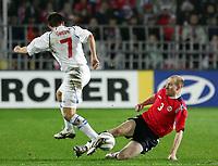 Fotball / Soccer<br /> Play off VM 2006 / Play off World Champio0nships 2006<br /> Tsjekkia v Norge 1-0<br /> Czech Republic v Norway 1-0<br /> Agg: 2-0<br /> 16.11.2005<br /> Foto: Morten Olsen, Digitalsport<br /> <br /> Erik Hagen (Zenit St. Petersburg) amd Vladimir Smicer (Bordeaux).
