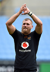 Brad Shields of Wasps acknowledges the crowd after the match - Mandatory byline: Patrick Khachfe/JMP - 07966 386802 - 12/10/2019 - RUGBY UNION - Ricoh Arena - Coventry, England - Wasps v Worcester Warriors - Premiership Rugby Cup