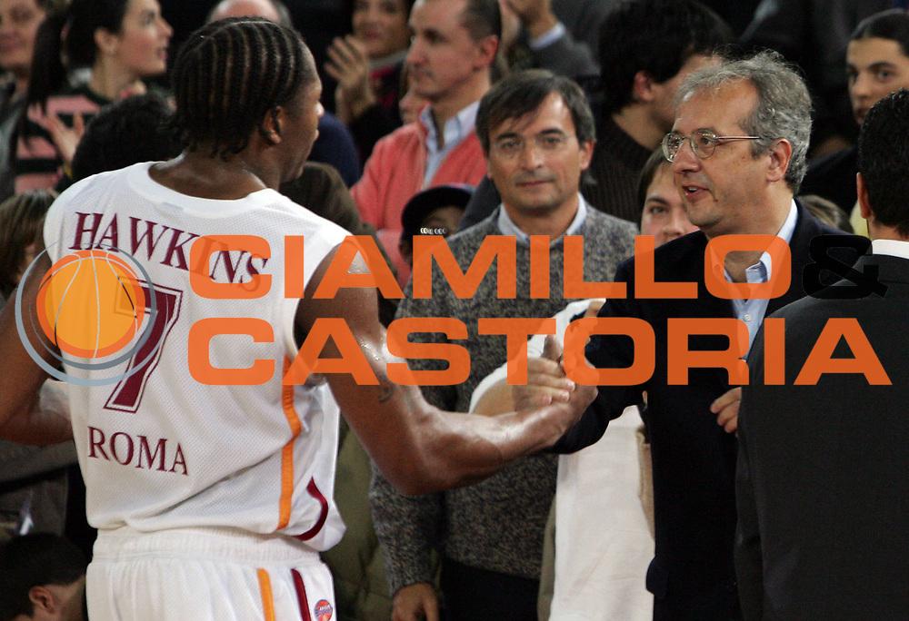 DESCRIZIONE : Roma Lega A1 2005-06 Lottomatica Virtus Roma-Montepaschi Siena<br /> GIOCATORE : Hawkins Veltroni<br /> SQUADRA : Lottomatica Virtus Roma<br /> EVENTO : Campionato Lega A1 2005-2006<br /> GARA : Lottomatica Virtus Roma Montepaschi Mens Sana Siena<br /> DATA : 04/12/2005<br /> CATEGORIA :<br /> SPORT : Pallacanestro<br /> AUTORE : Agenzia Ciamillo-Castoria/E.Castoria<br /> Galleria : Lega Basket A1 2005-2006<br /> Fotonotizia : Roma Campionato Italiano Lega A1 2005-2006 Lottomatica Virtus Roma Montepaschi Siena<br /> Predefinita : si