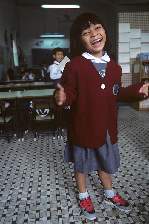 China, Hong Kong, Schoolgirl in Sheung Shui in New Territories