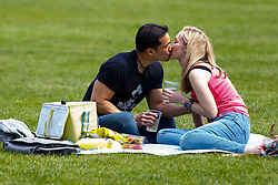 © licensed to London News Pictures. London, UK 05/05/2014. People enjoying the sunshine and bank holiday in Green Park in central London on Monday, May 5, 2014. Photo credit: Tolga Akmen/LNP