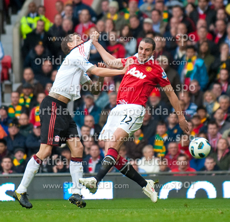 19.09.2010, Old Trafford, Manchester, ENG, PL, Manchester United vs Liverpool FC, im Bild Liverpool's Daniel Agger clearly has his shirt pulled the Penalty Area by Manchester United's John O'Shea, who is subsequently awarded a free kick by referee Howard Webb during the Premiership match at Old Trafford, EXPA Pictures © 2010, PhotoCredit: EXPA/ Propaganda/ D. Rawcliffe *** ATTENTION *** UK OUT! / SPORTIDA PHOTO AGENCY