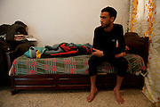 Sejenane is a forgotten city: 63% unemployment, poverty is widespread..Maher Hmidi is 25 and is unemployed. Maher looks at the télévisoin, sleep and goes to the cafe to play cards.<br />
