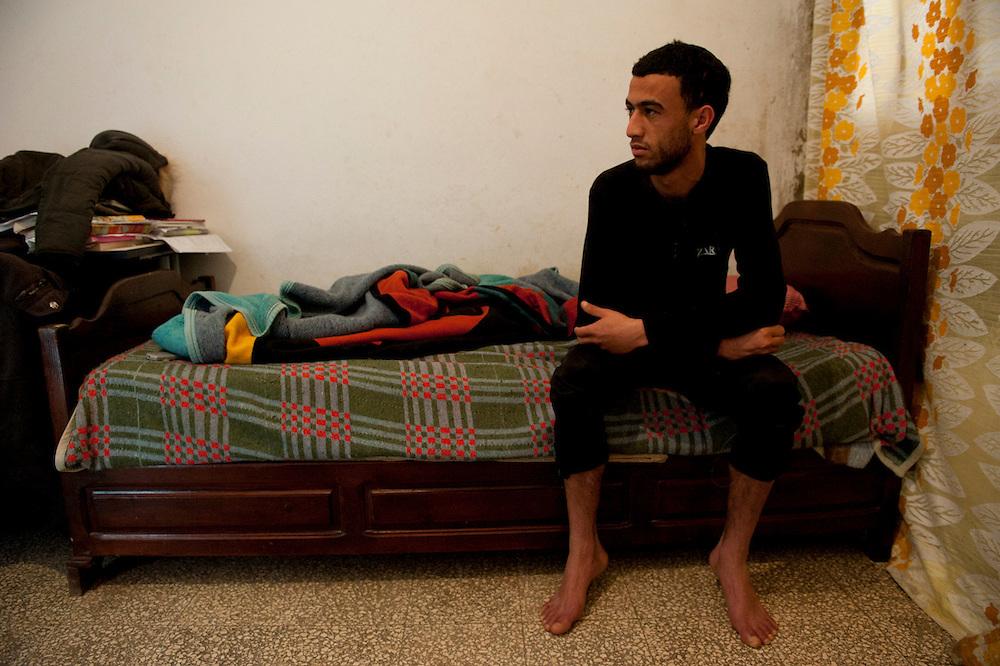 Sejenane is a forgotten city: 63% unemployment, poverty is widespread..Maher Hmidi is 25 and is unemployed. Maher looks at the télévisoin, sleep and goes to the cafe to play cards.<br /> <br /> Sejenane is in the grip of violent Salafis who rule here  since April 2011.<br /> <br /> <br /> ...Sejenane est sous l'emprise des  Salafistes violents qui y font la loi et y ont installé un régime de terreur depuis avril 2011. .Sejenane est une ville oubliée: 63 % de chomage. La pauvreté est omniprésente. Maher Hmidi a 25 ans et est en chomage. Maher regarde la télévisoin, dors et va au café pour jouer aux cartes.