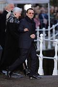 De koninklijke familie en tal van vrienden, bekenden en collega's van prins Friso zijn samengekomen in de Oude Kerk in Delft om de op 12 augustus overleden prins Friso te herdenken. <br /> <br /> The royal family and many friends, acquaintances and colleagues of Prince Friso are in the Old Church in Delft to commemorate the Prince who past away on August 12 2013.<br /> <br /> Op de foto / On the photo:  Bono van ( U2 )