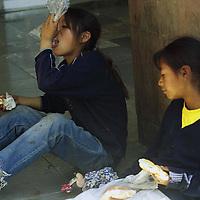 Toluca, M&eacute;x.- Almuerzo ambulante. Agencia MVT /H. V&aacute;zquez E.  (FILM)<br /> <br /> NO ARCHIVAR - NO ARCHIVE