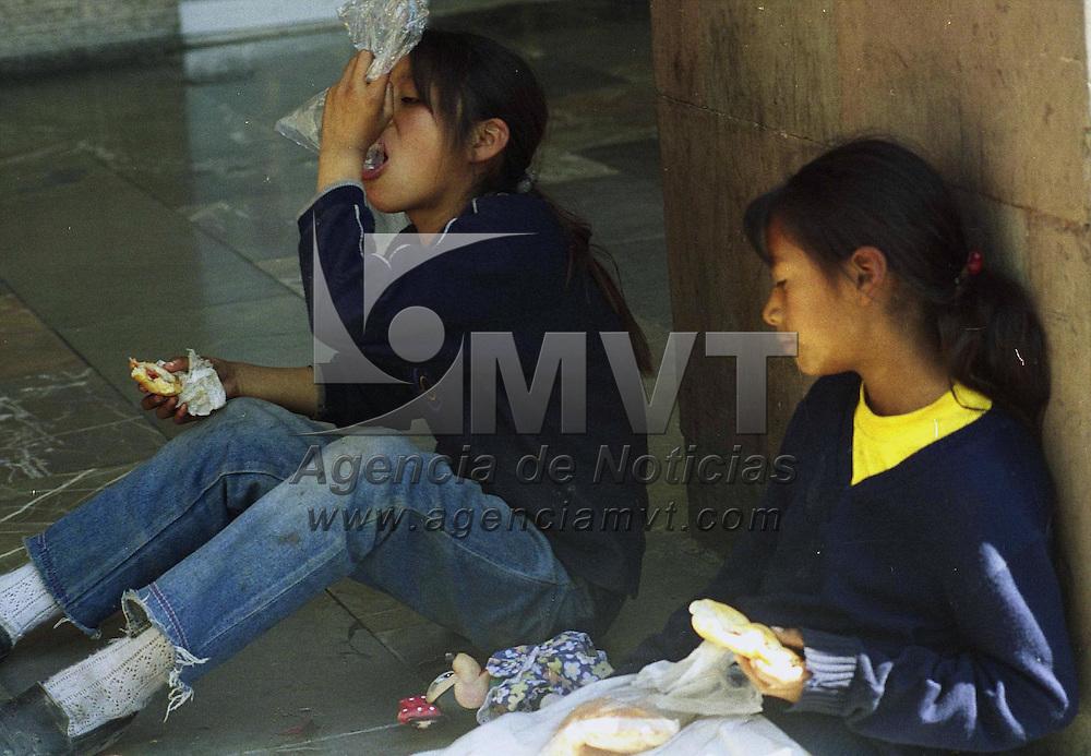 Toluca, Méx.- Almuerzo ambulante. Agencia MVT /H. Vázquez E.  (FILM)<br /> <br /> NO ARCHIVAR - NO ARCHIVE