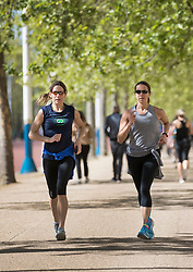 © Licensed to London News Pictures. 04/05/2018. London, UK. Joggers make their way along The Mall in the sunshine in  central London. High temperatures are expected to continue throughout the bank holiday weekend. Photo credit: Peter Macdiarmid/LNP