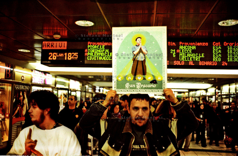 Roma   26  Aprile 2004.I precari romani  manifestano alla stazione Termini per  chiedere treni gratis  per andare al May Day di Milano