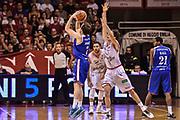 DESCRIZIONE : Reggio Emilia LegaBasket Serie A 2015-2016 Grissin Bon Reggio Emilia - Acqua Vitasnella Cantu'<br /> GIOCATORE : Brad Heslip<br /> CATEGORIA : Tiro Tre Punti Three Point Controcampo Ritardo<br /> SQUADRA : Acqua Vitasnella Cantu'<br /> EVENTO : LegaBasket Serie A 2015-2016<br /> GARA : Grissin Bon Reggio Emilia - Acqua Vitasnella Cantu'<br /> DATA : 17/10/2015<br /> SPORT : Pallacanestro<br /> AUTORE : Agenzia Ciamillo-Castoria/GiulioCiamillo