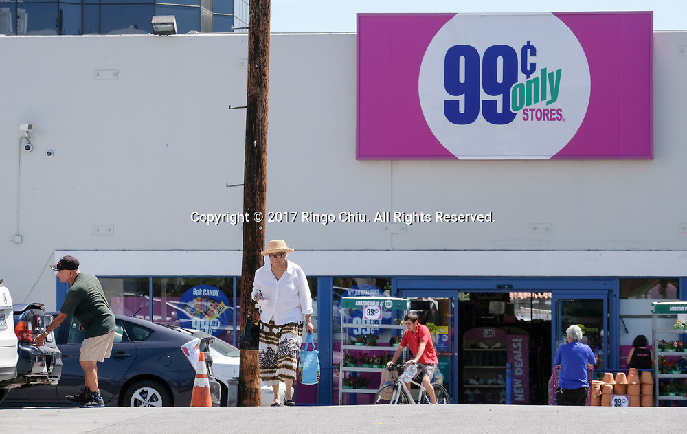 99 Cents Only Store at 6121 Wilshire Blvd., Los Angeles.  (Photo by Ringo Chiu)<br /> <br /> Usage Notes: This content is intended for editorial use only. For other uses, additional clearances may be required.