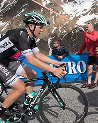 23.05.2017, Bormio, ITA, Giro d Italia 2017, 16. Etappe, Rovetta nach Bormio, im Bild Gregor Mühlberger (AUT, Bora - Hansgrohe) // during the 16th stage of the 100th Giro d' Italia cycling race from Rovetta to Bormio, in Bormio Italy on 2017/05/23. EXPA Pictures © 2017, PhotoCredit: EXPA/ R. Eisenbauer