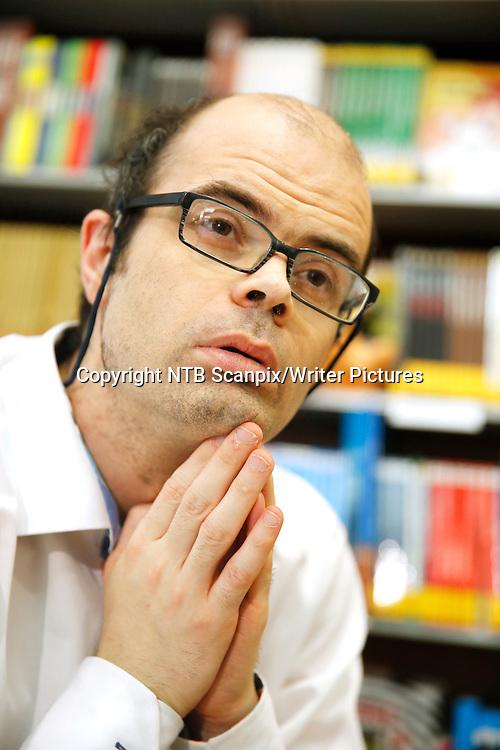 OSLO  20130521.<br /> Hans Olav Lahlum har skrevet bok om Ut&macr;ya-offeret, H&Acirc;vard Vederhus. Biografien om den tidligere lederen i Oslo AUF har f&Acirc;tt titelen &quot;Et kvart liv&quot; og blir gitt ut p&Acirc; Cappelen forlag.<br /> Foto: Cornelius Poppe / NTB scanpix<br /> <br /> NTB Scanpix/Writer Pictures<br /> <br /> WORLD RIGHTS, DIRECT SALES ONLY, NO AGENCY