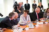 DEU, Deutschland, Germany, Berlin, 18.10.2017: Bundeswirtschaftsministerin Brigitte Zypries (SPD) und Bundesfinanzminister Dr. Wolfgang Schäuble (CDU) vor Beginn der 165. Kabinettsitzung im Bundeskanzleramt.