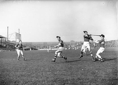 179/2528-2533..-Senior Hurling Tipperary Team in Croke Park..19 April 1953.National Hurling League Final