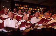 Hong Kong. St. David ball (Walles)   / Bal annuel irlandais de la St Patrick society  (irlandais) la chorale des notables  / R00057/106    L940226b  /  P0000299