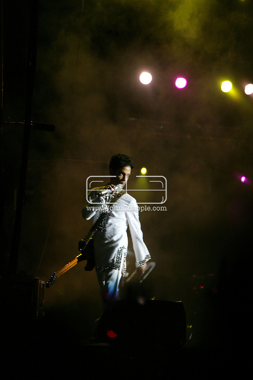 26th April 2008, Coachella, California. Prince performs at the Coachella Music festival. PHOTO © JOHN CHAPPLE / REBEL IMAGES