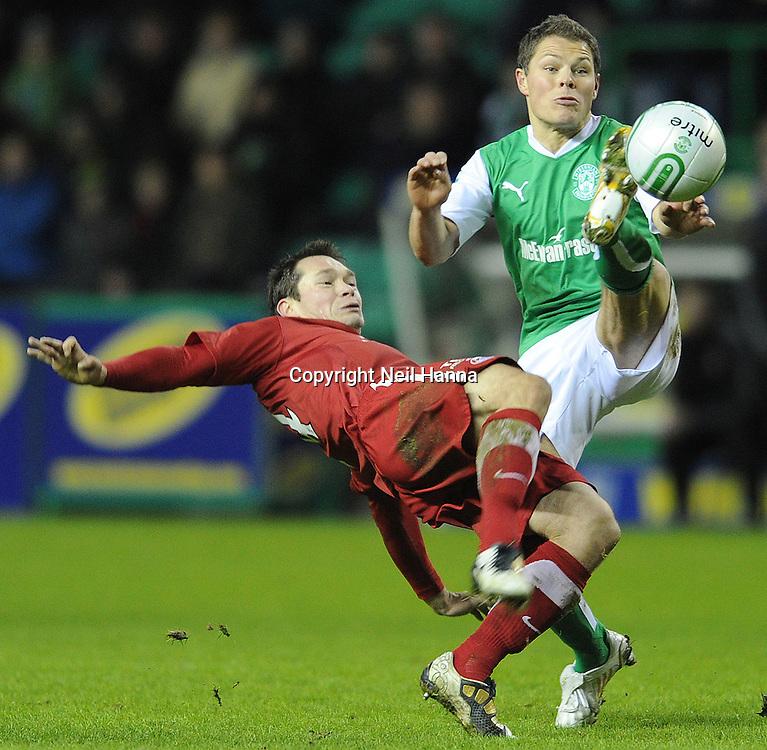 26/12/2010 SPL Easter Road Stadium. Hibernian v Aberdeen .Derek Young of Aberdeen & John Rankin of Hibs  .Pic Neil Hanna