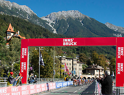 27.09.2018, Innsbruck, AUT, UCI Straßenrad WM 2018, Straßenrennen, Juniorinnen, von Rattenberg nach Innsbruck (72,4 km), im Bild das Feld in Innsbruck // the peleton in Innsbruck during the road race of the junior Women from Rattenberg to Innsbruck (72,4 km) of the UCI Road World Championships 2018. Innsbruck, Austria on 2018/09/27. EXPA Pictures © 2018, PhotoCredit: EXPA/ Reinhard Eisenbauer