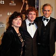 NLD/Den Haag/20111201- Premiere Ramses, Linda van Dijck, partner Jaap Nolst Trenite en zoon Jame