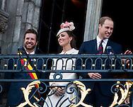 Le Prince William, Kate, la Duchesse de Cambridge, le Prince Harry et le Premier ministre belge Elio Di Rupo saluent le public depuis le balcon de l'Hôtel de ville de Mons, a` l'occasion du Centie`me anniversaire de la<br />  Premie`re Guerre mondiale.<br /> <br /> <br />  Belgique, Mons, . 4 Août 2014.<br /> <br />  Prince William, Kate, Duchess of Cambridge, Prince Harry and Belgian Prime Minister Elio Di Rupo pictured during a reception in Mons city hall, ahead of a commemoration at Saint-Symphorien cemetery, part of the 100th anniversary of the Commemoration of the 100th anniversary of the First World War.<br /> <br />  Belgium, Mons, August 4, 2014.