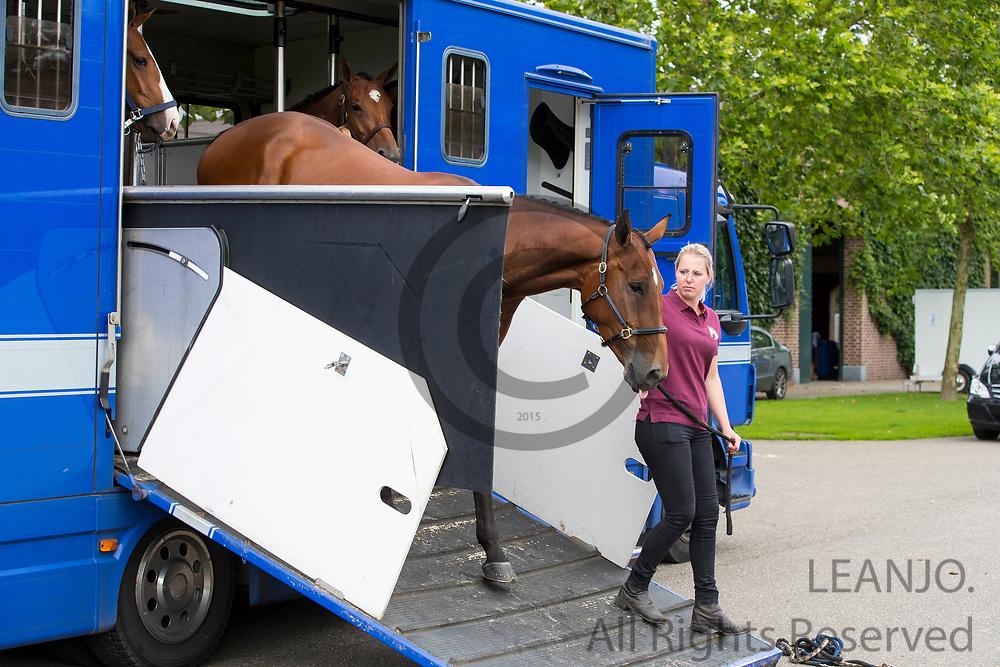 Vrachtwagen uitladen<br /> DSHS 2016<br /> &copy; DigiShots