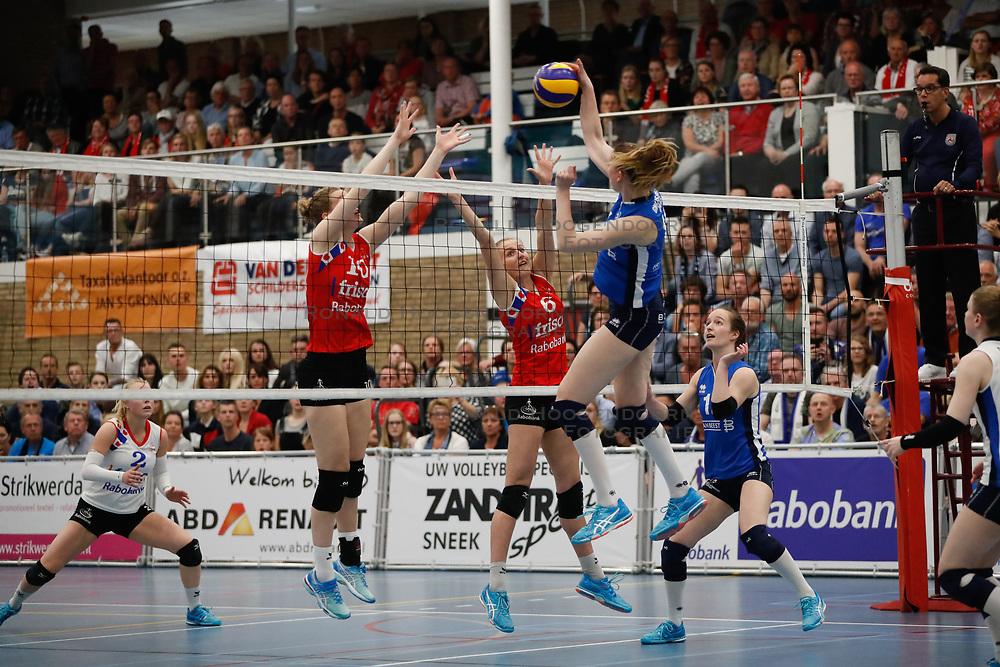 20170430 NED: Eredivisie, VC Sneek - Sliedrecht Sport: Sneek<br />Klaske Sikkes (10) of VC Sneek, Lieze Braaksma (6) of VC Sneek, Carlijn Ghijssen - Jans (10) of Sliedrecht Sport <br />&copy;2017-FotoHoogendoorn.nl / Pim Waslander