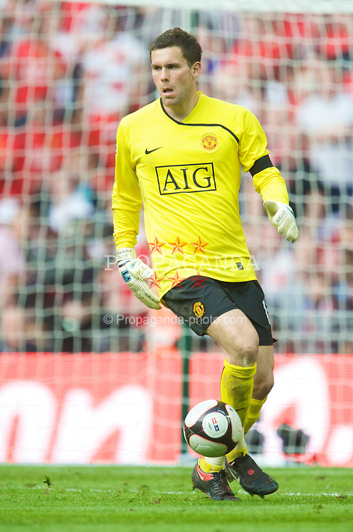 LONDON, ENGLAND - Sunday, April 19, 2009: Manchester United's goalkeeper Ben Foster during the FA Cup Semi-Final match against Everton at Wembley. (Photo by David Rawcliffe/Propaganda)