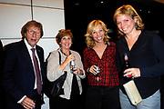 Première toneelstuk Annie M.G. op Soestdijk in Stadsschouwburg Utrecht. Met Annie M.G. op Soestdijk, een tragikomedie over liefde, trouw en ontrouw, geven ze een blik achter de schermen van Paleis Soestdijk eind jaren vijftig. <br /> <br /> Op de foto:   Claudia de Breij met haar ouders en vriendin Jessica