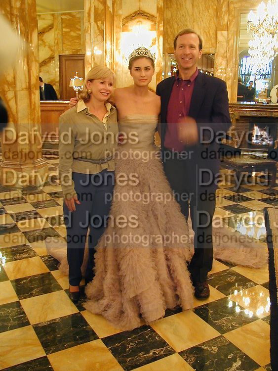 Lauren Bush with her parents, Neil and Sharon Bush. Getting ready the day before the Crillon Haute Couture Ball. Crillon Hotel, Paris.1 December 2000. © Copyright Photograph by Dafydd Jones 66 Stockwell Park Rd. London SW9 0DA Tel 020 7733 0108 www.dafjones.com