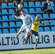 FODBOLD: Frederik Bay (FC Helsingør) vinder hovedstødsduel med Kasper Fisker (Brøndby IF) under kampen i Reserveligaen mellem Brøndby IF og FC Helsingør den 6. november 2017 på Brøndby Stadion, bane 2. Foto: Claus Birch