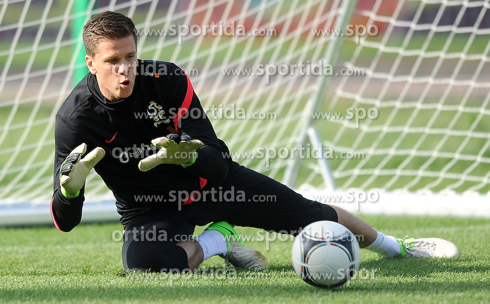 13.06.2012, Stadion Polonia, Warschau, POL, UEFA EURO 2012, Polen, Training, im Bild WOJCIECH SZCZESNY // during the during EURO 2012 Trainingssession of Poland national team, at the Stadium Polonia, Warsaw, Poland on 2012/06/13. EXPA Pictures © 2012, PhotoCredit: EXPA/ Newspix/ Lukasz Laskowski..***** ATTENTION - for AUT, SLO, CRO, SRB, SUI and SWE only *****
