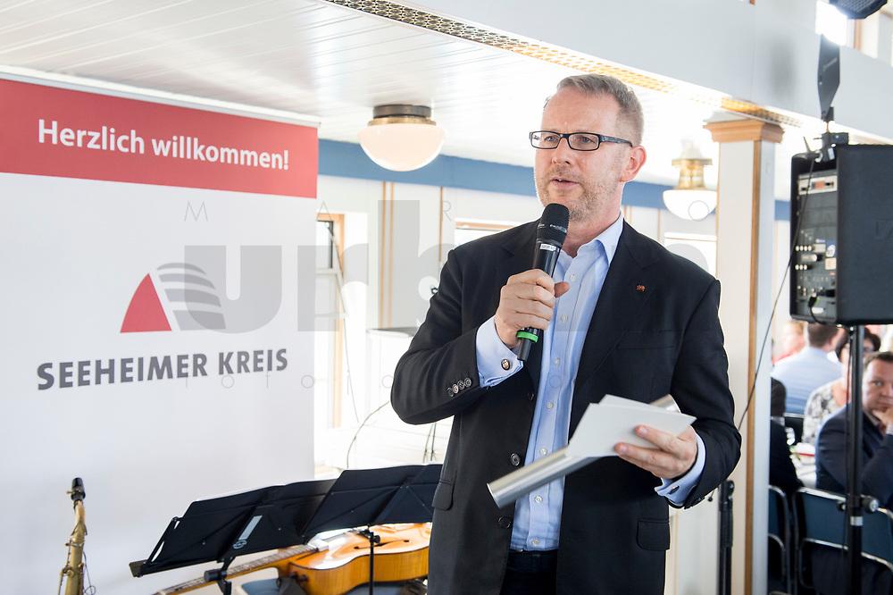 05 JUN 2018, BERLIN/GERMANY:<br /> Johannes Kahrs, MdB, SPD, Sprecher des Seeheimer Kreises, spricht zu den Teilnehmern der Spargelfahrt des Seeheimer Kreises der SPD, Anleger Wannsee<br /> IMAGE: 20180605-01-138<br /> KEYWORDS: Rede, speech