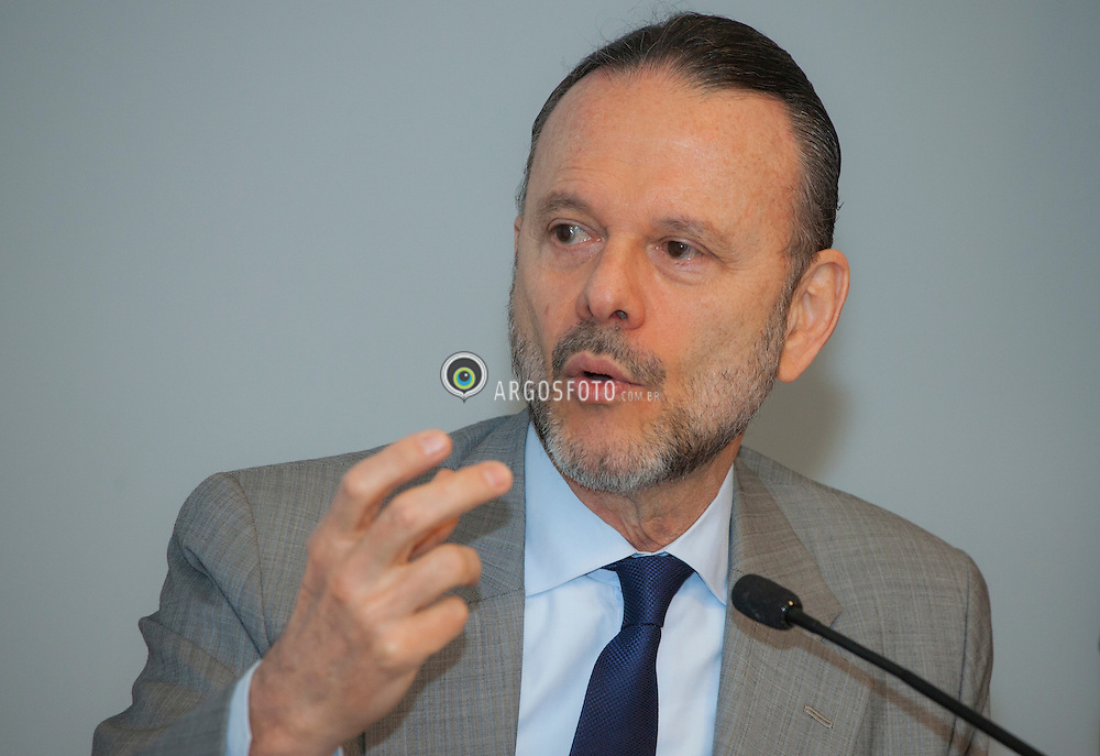 Luciano Coutinho, presidente do BNDES./ Luciano Coutinho, president of BNDES. Ano 2013.Foto Adri Felden/Argosfoto