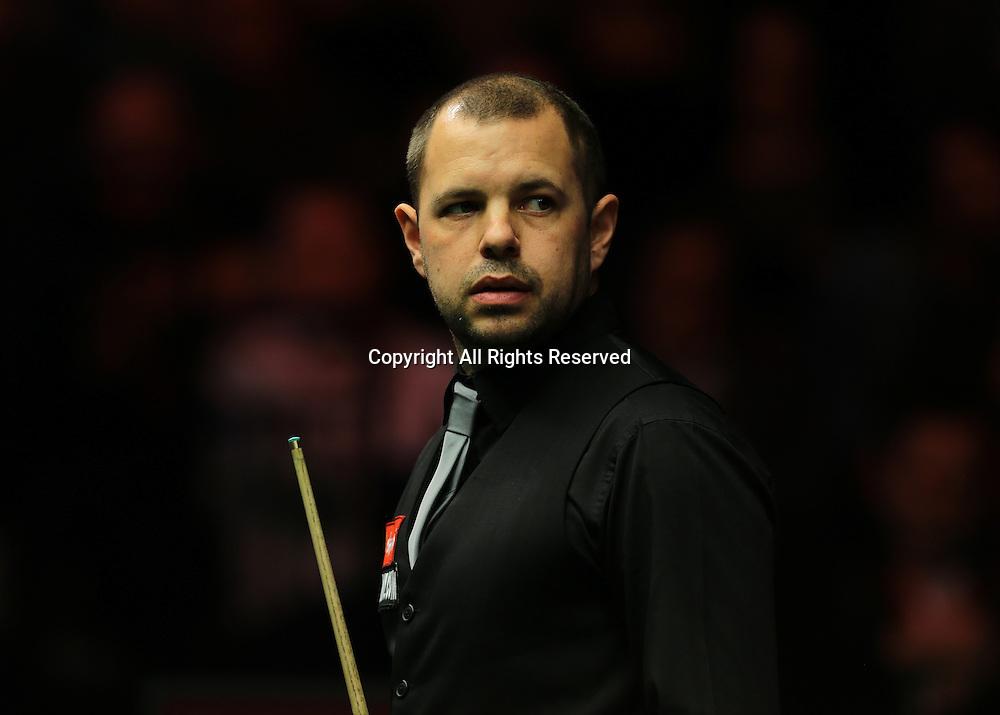 16.01.2016.  Alexandra Palace, London, England. Masters Snooker. Semi Finals. Barry Hawkins checks the scoreboard