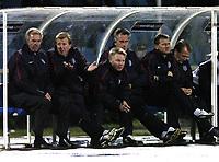 Fotball<br /> Foto: BPI/Digitalsport<br /> NORWAY ONLY<br /> <br /> 13/10/2004<br /> <br /> Azerbaijan / Azerbajan v England<br /> <br /> World Cup Qualifier, Tofiq Berhamov Stadium<br /> <br /> Steve McLaren and Sven Gøran Eriksson wonder how to break down the tough Azeri defence