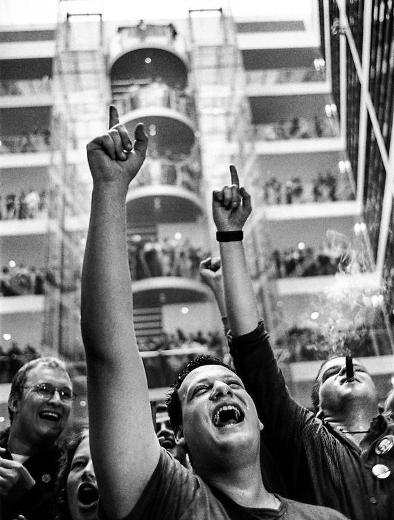 DEU Deutschland Germany Berlin Anhänger jubeln im Willy-Brandt-Haus nach gewonnener Bundestagswahl.